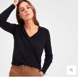 Everlane v-neck cashmere sweater